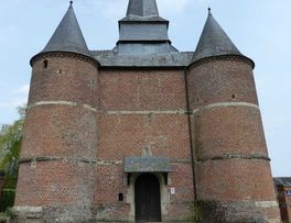 Eglise fortifiée < Gronard < Aisne < Picardie -
