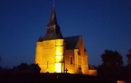 Eglise fortifiée illuminée < Burelles < Thiérache < Aisne < Picardie -
