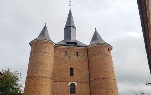 Eglise fortifiée < Plomion  -