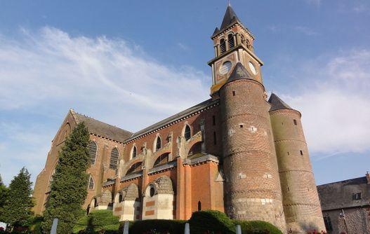 Eglise fortifiée < Origny en Thiérache < Aisne < Picardie  -