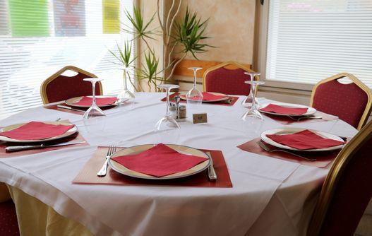 Hôtel-Restaurant < Guise < Thiérache < Aisne < Hauts-de-France -