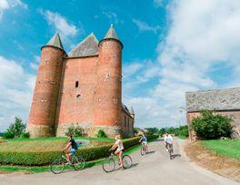 La jolie église fortifiée d'Englancourt -