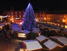 Marché de Noël < Vue des chalets < Le Nouvion en Thiérache < Aisne < Picardie  -