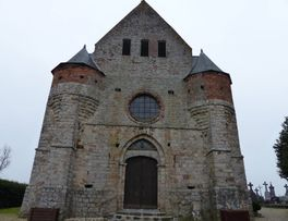 église fortifiée < Marly-Gomont < Aisne < Picardie -