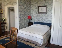 Chambres d'hôtes les Jardins du Château chambre bleu < Puisieux et Clanlieu < Aisne < Picardie -
